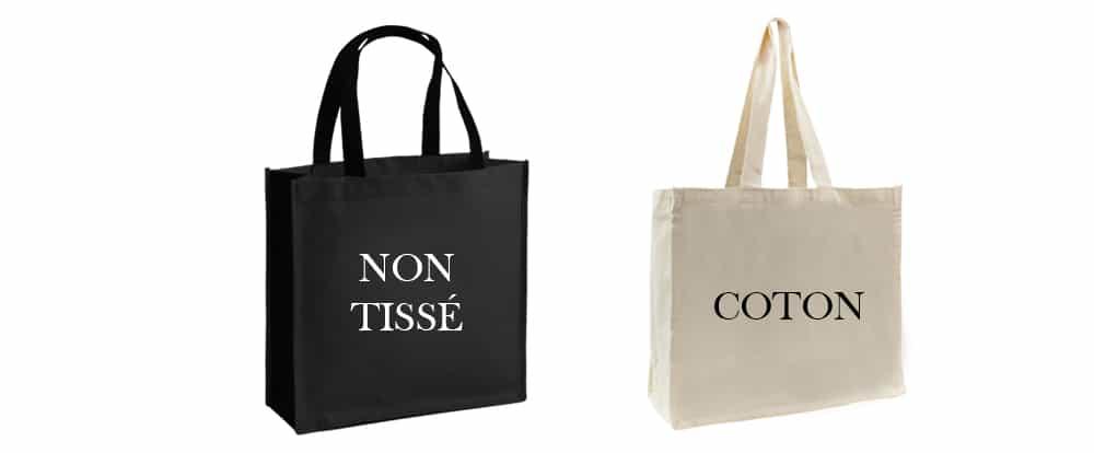 un sac en non tissé noir et un sac en coton blanc