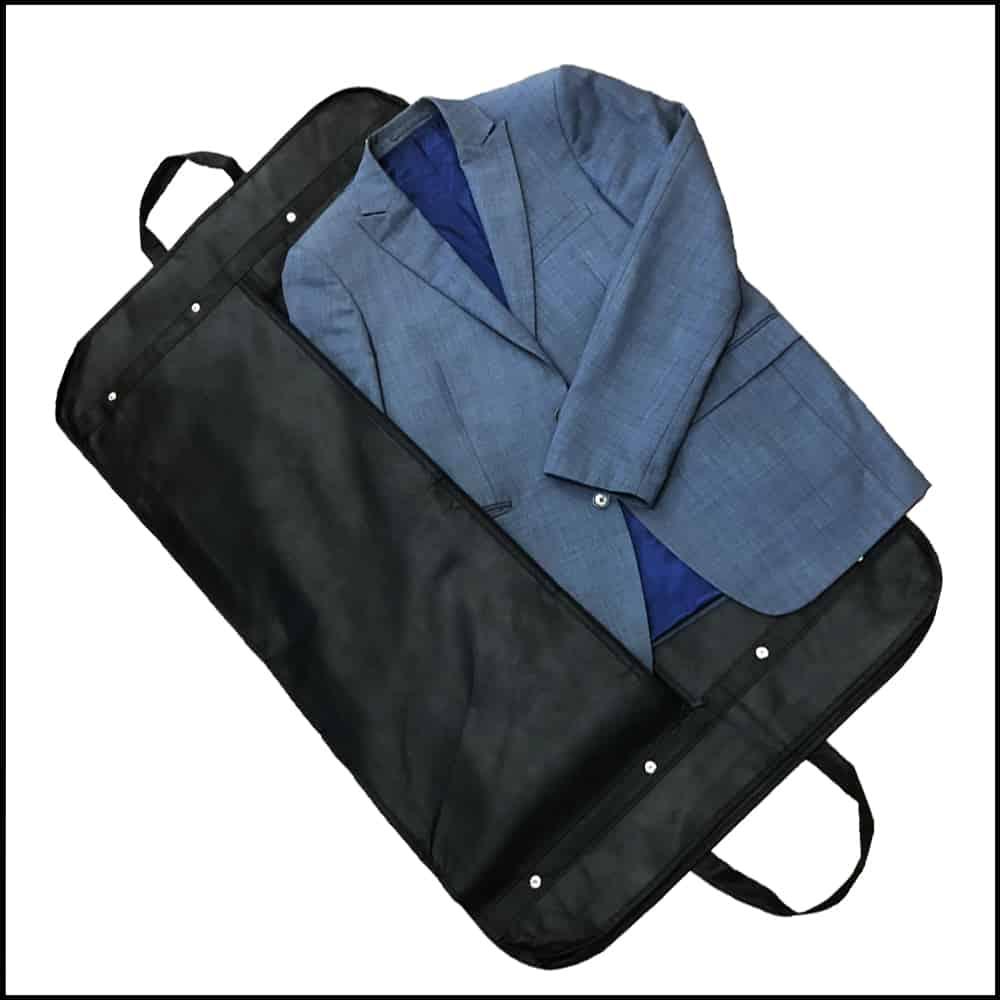 une housse personnalisée pour costume