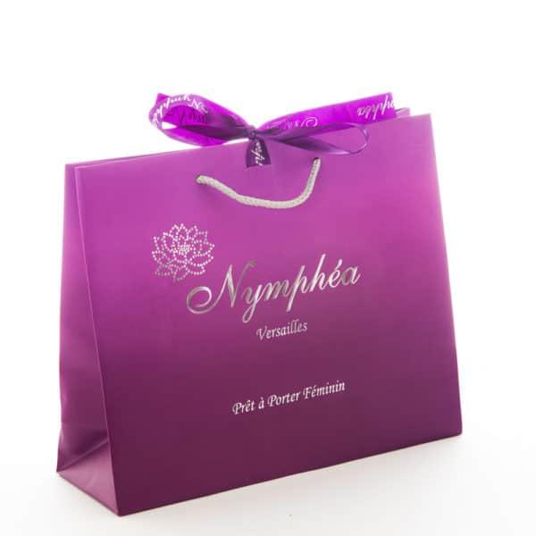 un sac publicitaire pour du prêt à porter feminin
