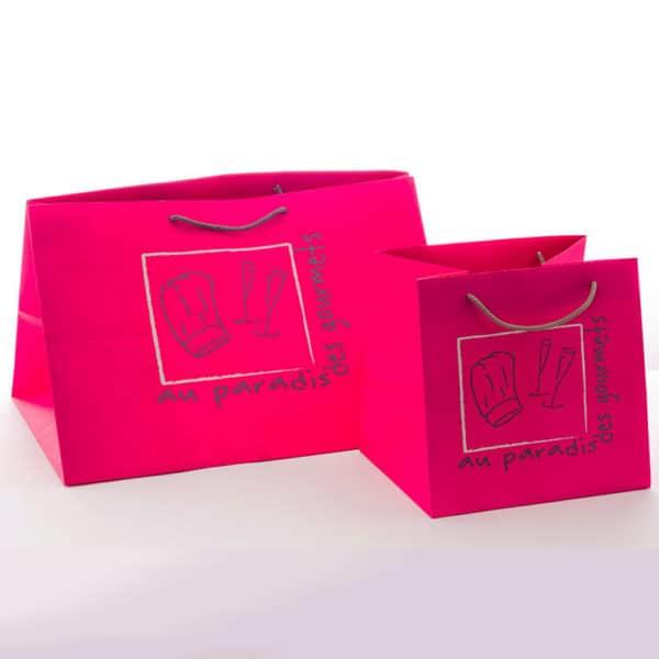 deux sacs personnalisées avec des poignées