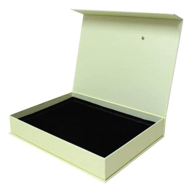 une boîte aimantée blanche