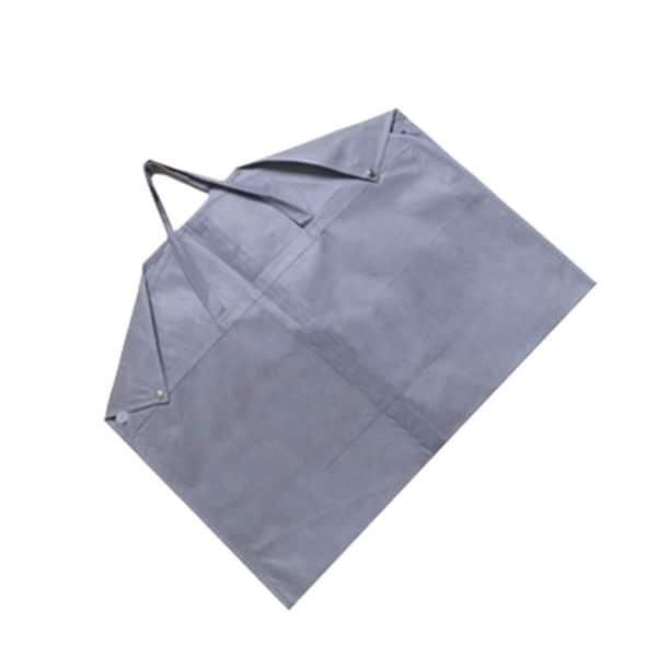 Une housse de vêtement pour prêt-à-porter grise