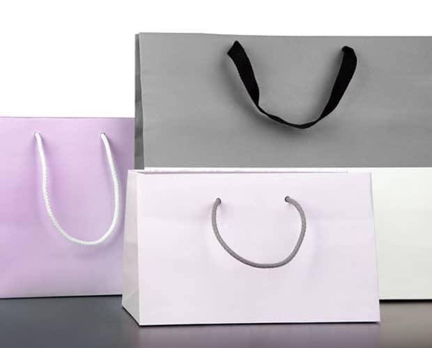 trois sacs papier de différents formats
